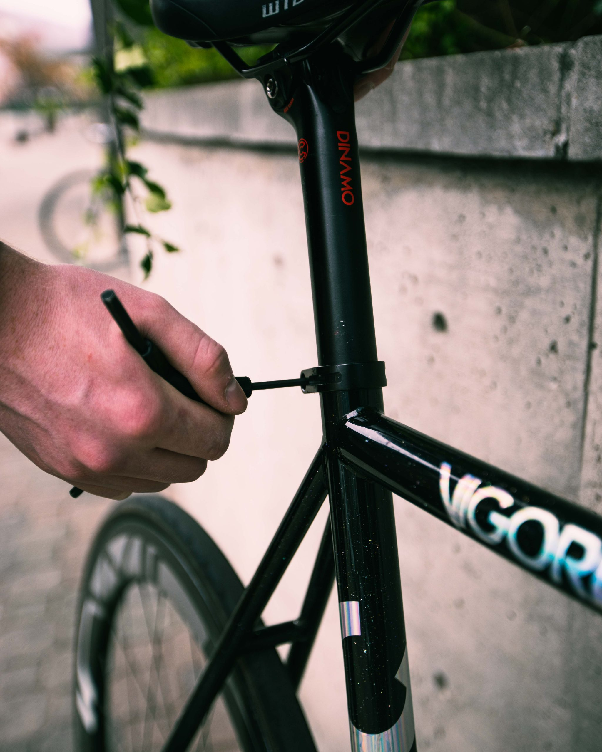 Tri Tool tightening bicycle seat post